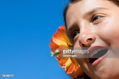 Close-up of a girl wearing flowers and shouting : Foto de stock