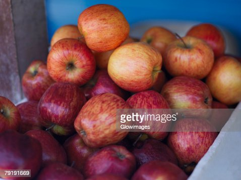 Close-up of a heap of apples in a fruit carton, Providencia, Providencia y Santa Catalina, San Andres y Providencia Department, Colombia : Foto de stock