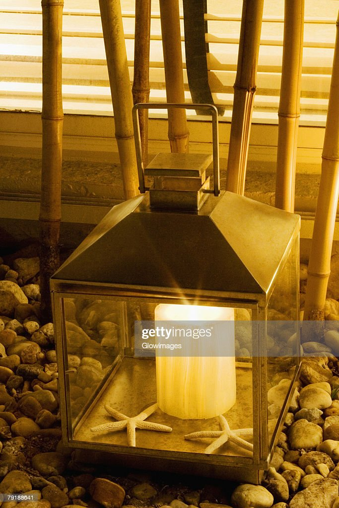 Close-up of a lantern in a living room : Foto de stock