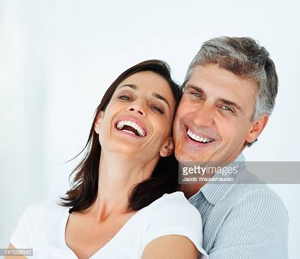 Gros plan d'un couple d'âge mûr heureux