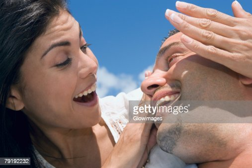 Close-up of a mid adult couple smiling : Foto de stock