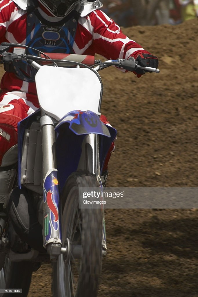 Close-up of a motocross rider riding a motorcycle : Foto de stock