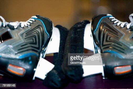 Close-up of a pair of ice-skates : Foto de stock