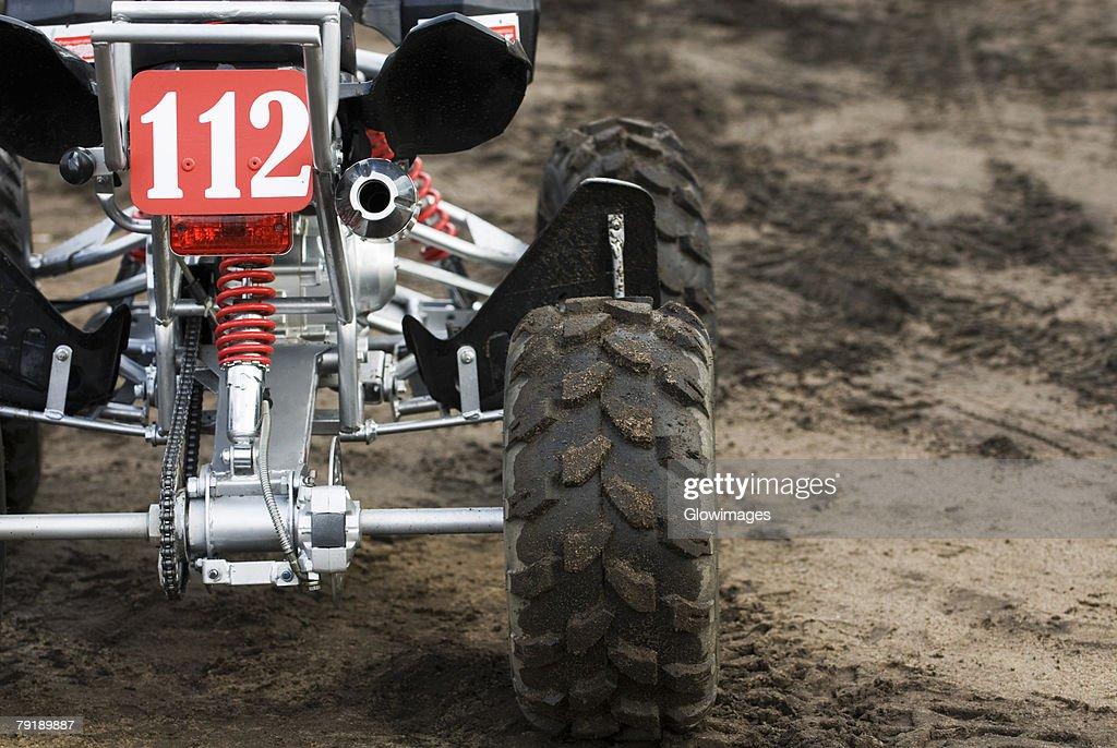 Close-up of a quadbike on sand : Foto de stock