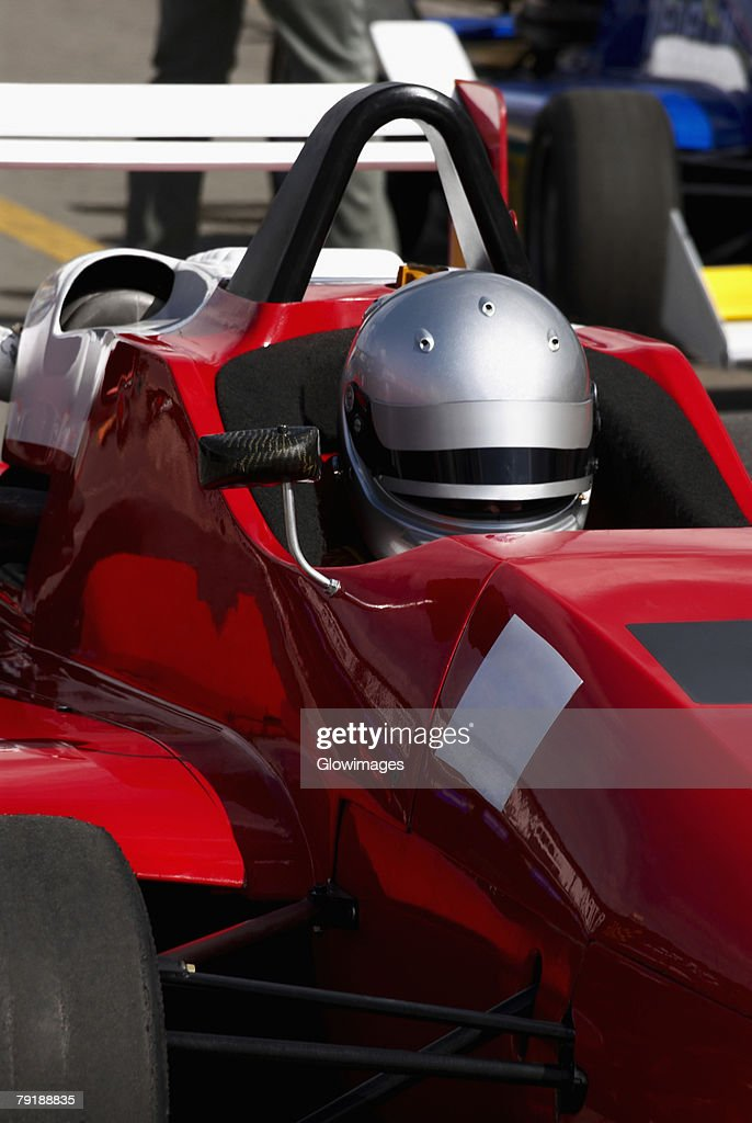 Close-up of a racecar driver in a racecar : Foto de stock