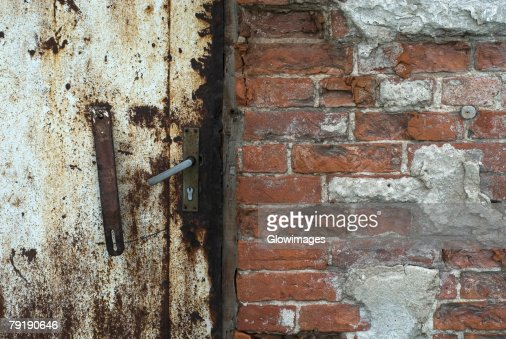 Close-up of a rusty door : Foto de stock