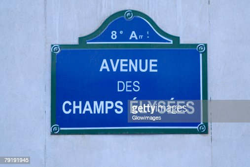 Close-up of a signboard on a wall, Avenue Des Champs-Elysees, Paris, France : Foto de stock