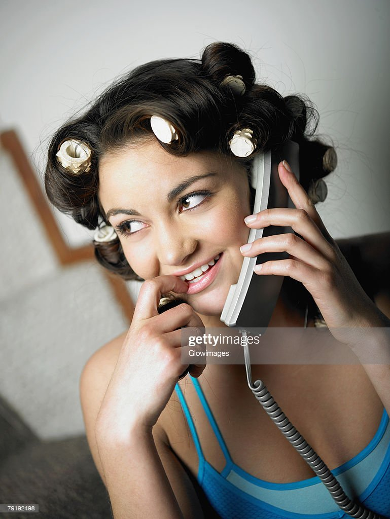 Close-up of a teenage girl talking on the telephone : Foto de stock