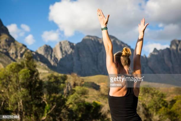 Gros plan d'une femme faisant quelques Yoga