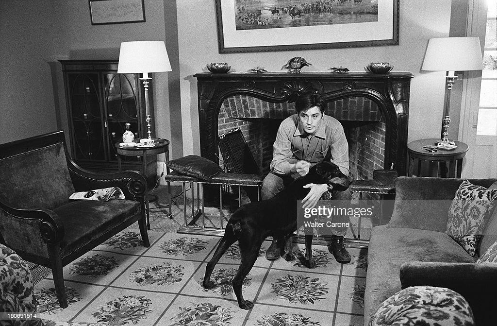 Alain delon getty images for Maison avec chien assis
