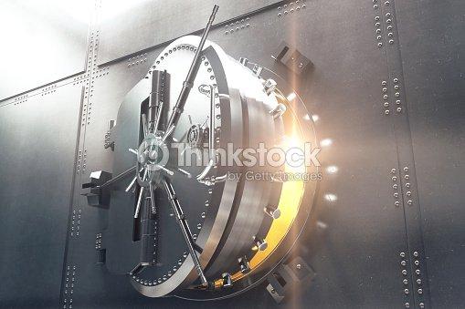 Gros Plan De La Porte De Chambre Forte De La Banque Photo   Thinkstock