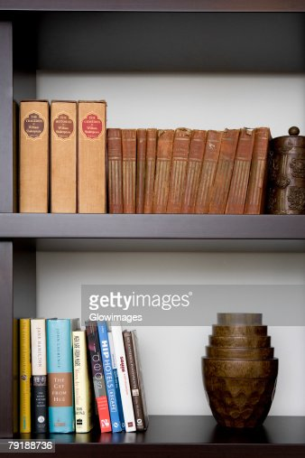 Close-up of books in shelves : Stock Photo