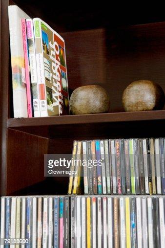Close-up of books on a bookshelf : Foto de stock