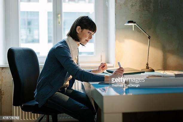 Nahaufnahme von business-Frau Schreiben
