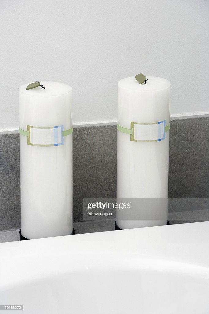 Close-up of candles in the bathroom : Foto de stock