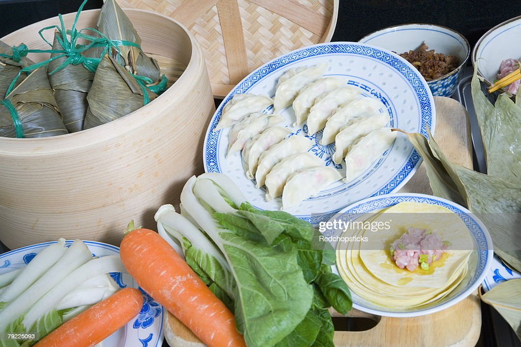 Close-up of Chinese dumplings with carrots and bok choys : Stock Photo