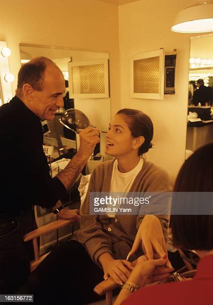 CloseUp Of Cindy Crawford Décembre 1989 Cindy CRAWFORD 22 ans mannequin américain le plus cher du moment Dans sa loge pendant le tournage d'une...