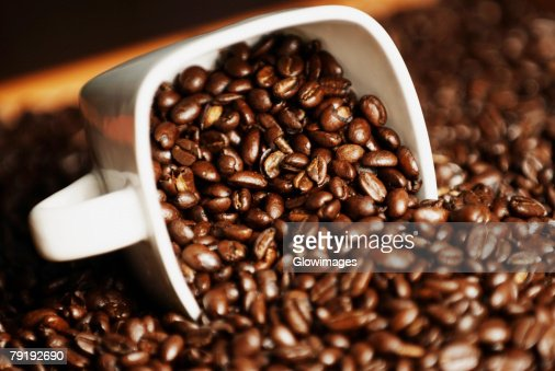 Close-up of coffee beans in a cup : Foto de stock