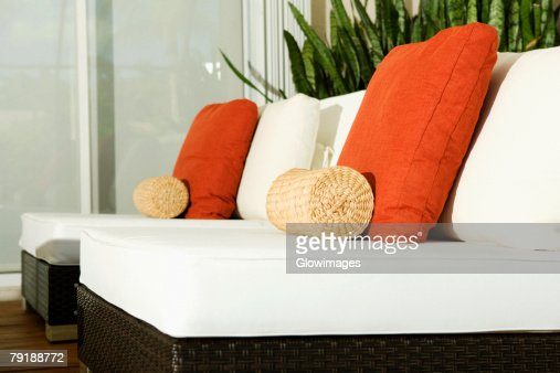 Close-up of cushions on chairs in a living room : Foto de stock