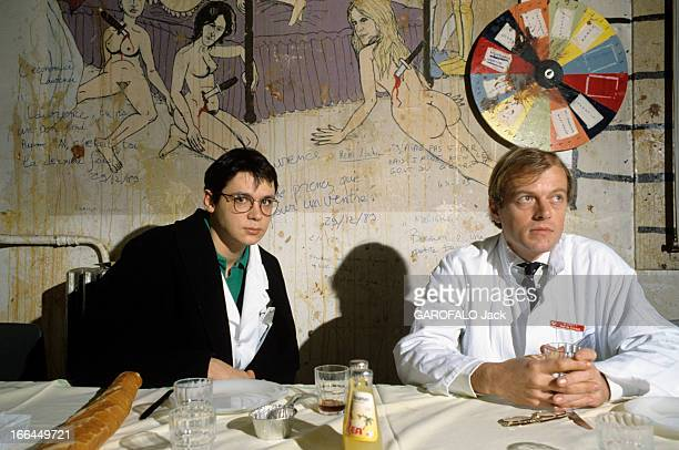 CloseUp Of Doctor Thierry Faict Chief Resident At The Private Hospital Raymond Poincare Of Garches And With His Family En France le 14 janvier 1990 à...