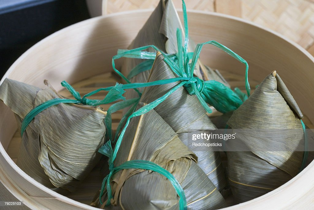 Close-up of dumplings in a bamboo steamer : Stock Photo