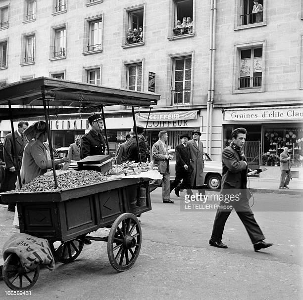 CloseUp Of Edgar Faure Paris 5 Octobre 1955 Edgar FAURE homme politique Français coiffé d'un chapeau noir et d'un manteau noir marchant sur une...