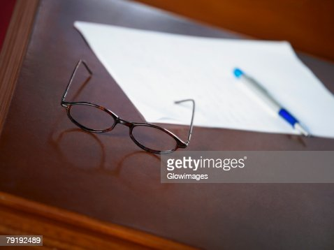 Close-up of eyeglasses on a table : Foto de stock