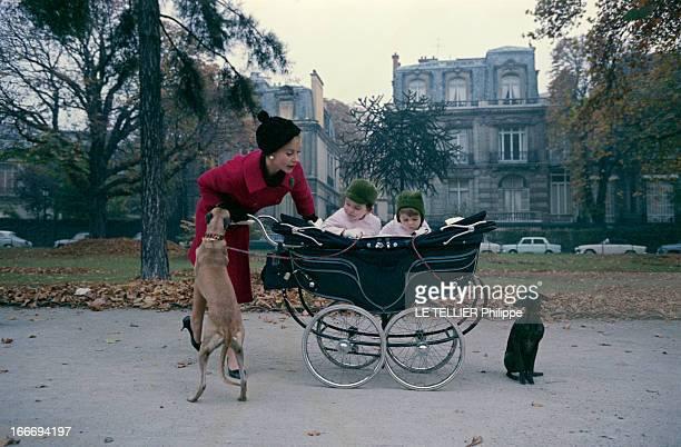 CloseUp Of Genevieve Page Paris 10 octobre 1963 Sur une avenue du XVIe arrondissement lors d'une promenade Geneviève PAGE portant un manteau rouge et...