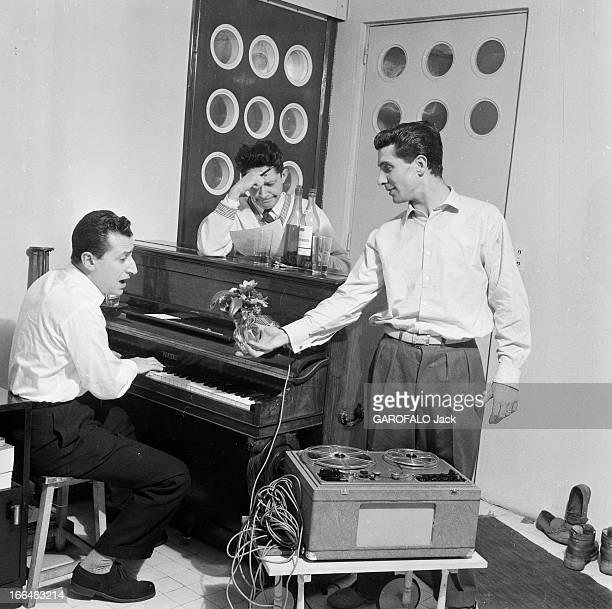 CloseUp Of Gilbert Becaud France Meudon février 1954 le chanteur chanteur compositeur pianiste et acteur français Gilbert BECAUD de retour des...
