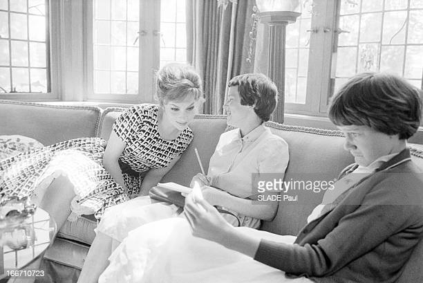 CloseUp Of Gina Lollobrigida In Canada Canada 15 juin 1960 l'actrice italienne Gina LOLLOBRIGIDA s'est expatriée avec son époux Milko Skovic médecin...