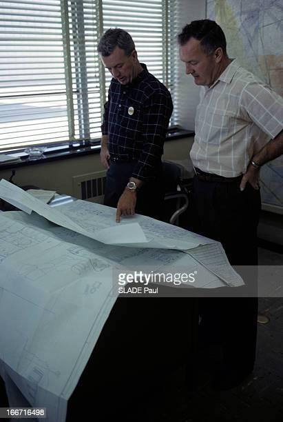 CloseUp Of Joe Walker X15 Pilot Aux EtatsUnis en 1963 dans un bureau de la base d'Edwards en Californie Joe WALKER pilote d'essai sur l'avion fusée...