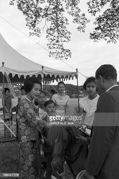 CloseUp Of King Bhumibol Adulyadej And Queen Sirikit Sovereigns Of Thailand Thaïlande Bangkok 1961 Le roi BHUMIBOL ADULYADEJ et la reine SIRIKIT