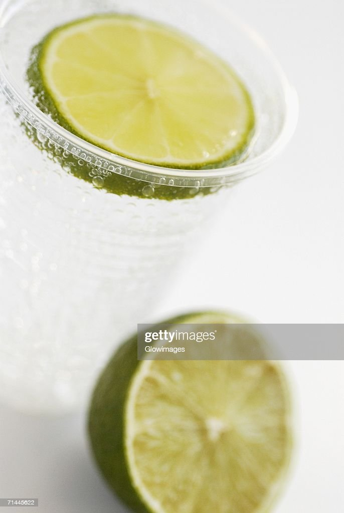 Close-up of lemonade with a slice of lemon : Stock Photo