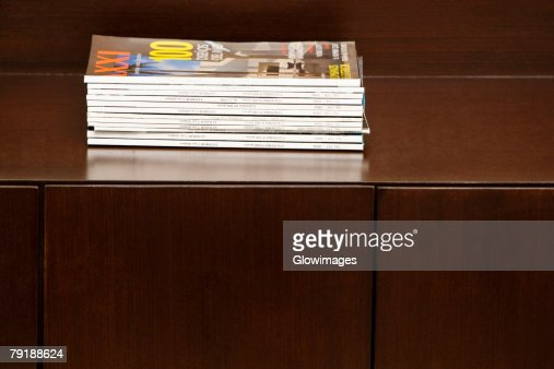 Close-up of magazines on a table : Foto de stock