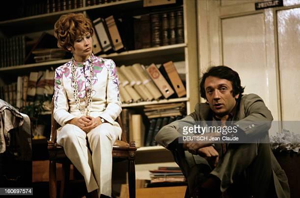 Closeup Of Marlene Jobert A Paris en mars 1968 au Théâtre Montparnasse dans un décor Marlène JOBERT et JeanPierre CASSEL en costumes de scène jouent...