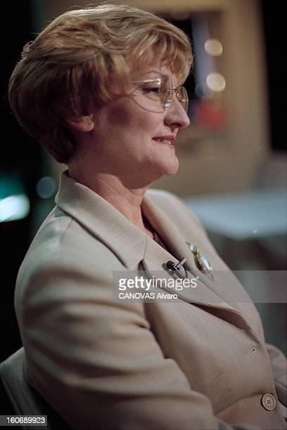 Closeup Of Nicole Notat Paris 8 avril 1997 Sur le plateau de l'émission 'Le Cercle de minuit' portrait de Nicole NOTAT secrétaire générale du...