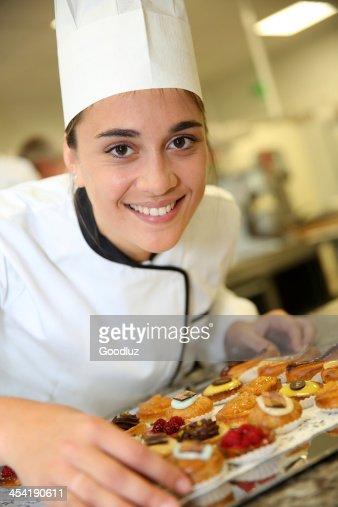 Primer plano de pastelería deliciosos pasteles preparados con : Foto de stock
