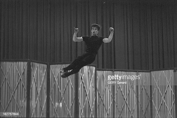 CloseUp Of Rudolf Noureev In Geneva Suisse Genève aout 1961 le danseur étoile soviétique naturalisé autrichien Rudolf NOUREEV donne une série de...