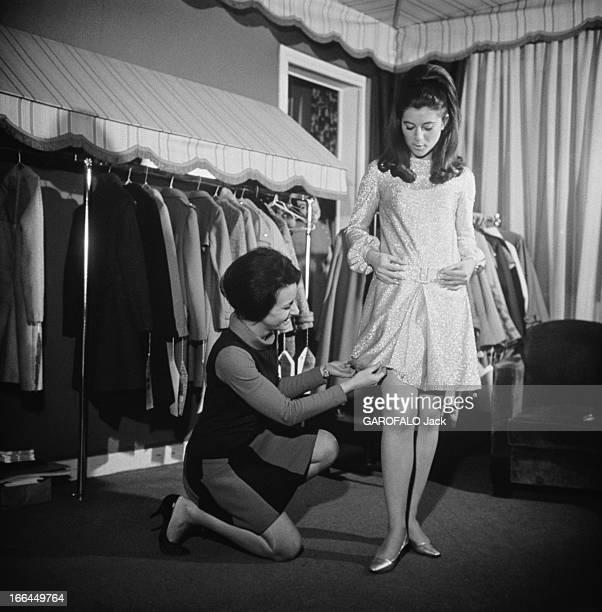 CloseUp Of Sheila Son magasin de mode 'La boutique de SHEILA' qui présente et vend les nombreux modèles dessinés par la chanteuse une couturière...