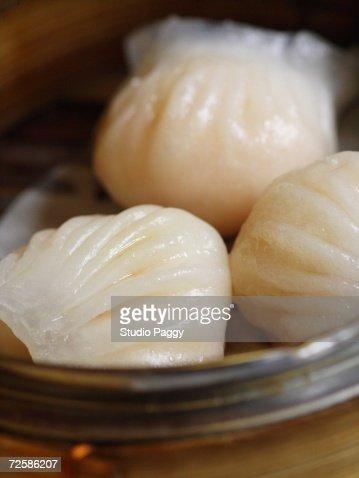 Close-up of steamed shrimp dumpling in a steamer basket : Stock Photo