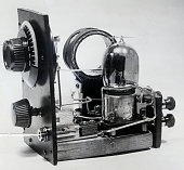 2/13/1923 Closeup of the 'Fliver' radio set The Fliver consists of a vernier rheostat one 50turn honeycomb coil a grid condenser and a 23 plate...