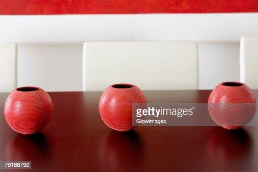 Close-up of three ceramic pots on a table : Foto de stock