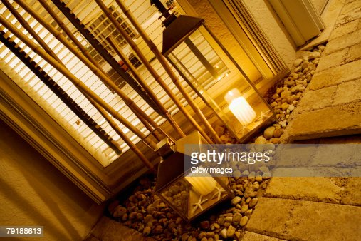 Close-up of two lanterns in a living room : Foto de stock