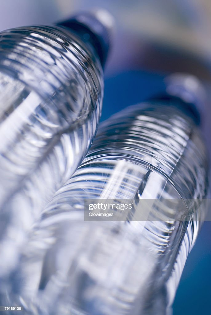 Close-up of two water bottles : Foto de stock