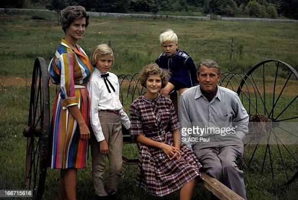 CloseUp Of Wernher Von Braun Aux EtatsUnis dans la campagne de Huntsville le scientifique allemand Wernher VON BRAUN assis sur le timon d'une charrue...