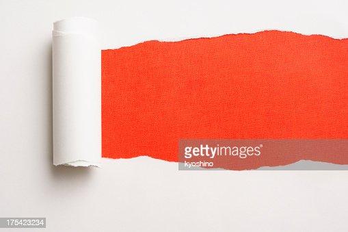 Torn 紙のでこぼこオレンジ色の背景
