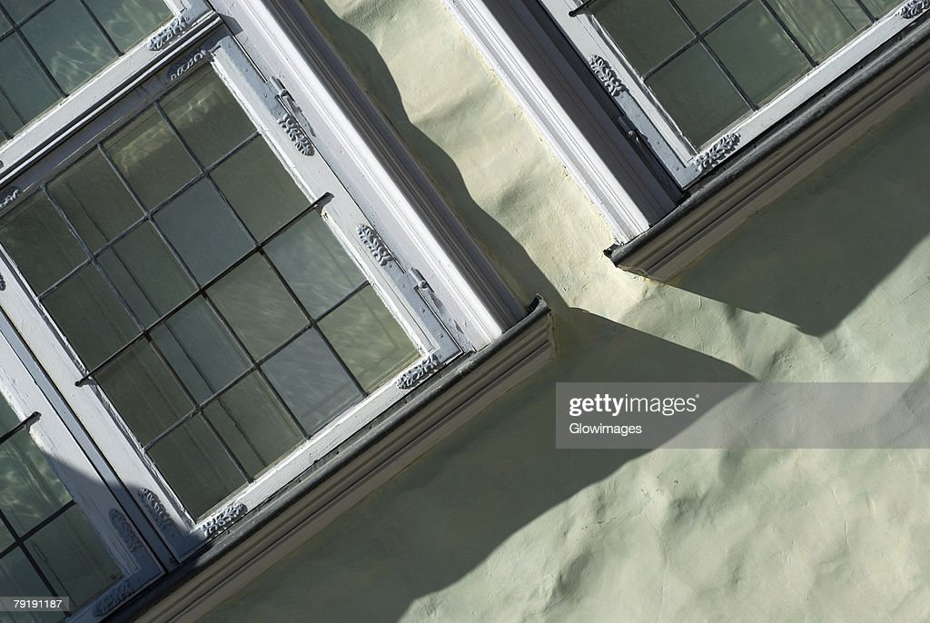 Close-up of windows on a wall : Foto de stock