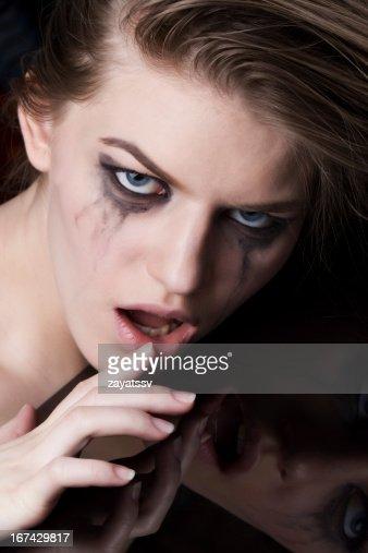 Retrato de primer plano de una mujer loca : Foto de stock