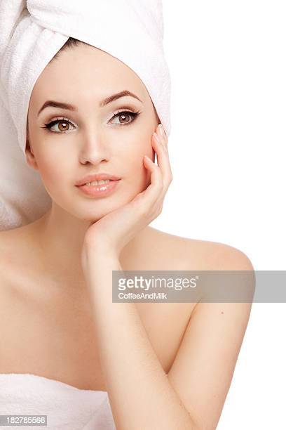 Gros plan le portrait de Belle femme après le bain