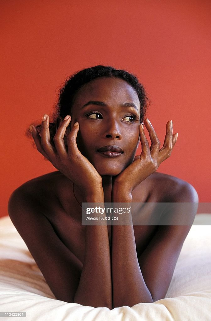 Close-Up <a gi-track='captionPersonalityLinkClicked' href=/galleries/search?phrase=Waris+Dirie&family=editorial&specificpeople=2366489 ng-click='$event.stopPropagation()'>Waris Dirie</a>, Top-Model In Paris Exclusive On October 5th, 1995